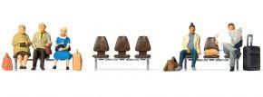 Preiser 10661 Drei wartende Reisende mit Kofferkuli und 3 Sitzreihen Figuren Spur H0 kaufen