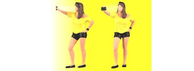 VIESSMANN 1551 Frau schiesst Selfie mit Fotoblitz Fertigmodell Spur H0